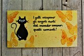 Targhetta in legno farfalle gialle con gatto 13x25cm