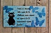 Targhetta in legno farfalle blu con cane 13x25cm