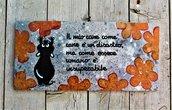 Targhetta in legno fiori arancio con cane 13x25cm