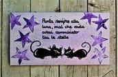 Targhetta in legno stelle viola con gatti 13x25cm