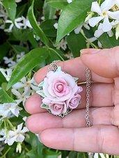 Collana con rose in porcellana fredda. Su ordinazione