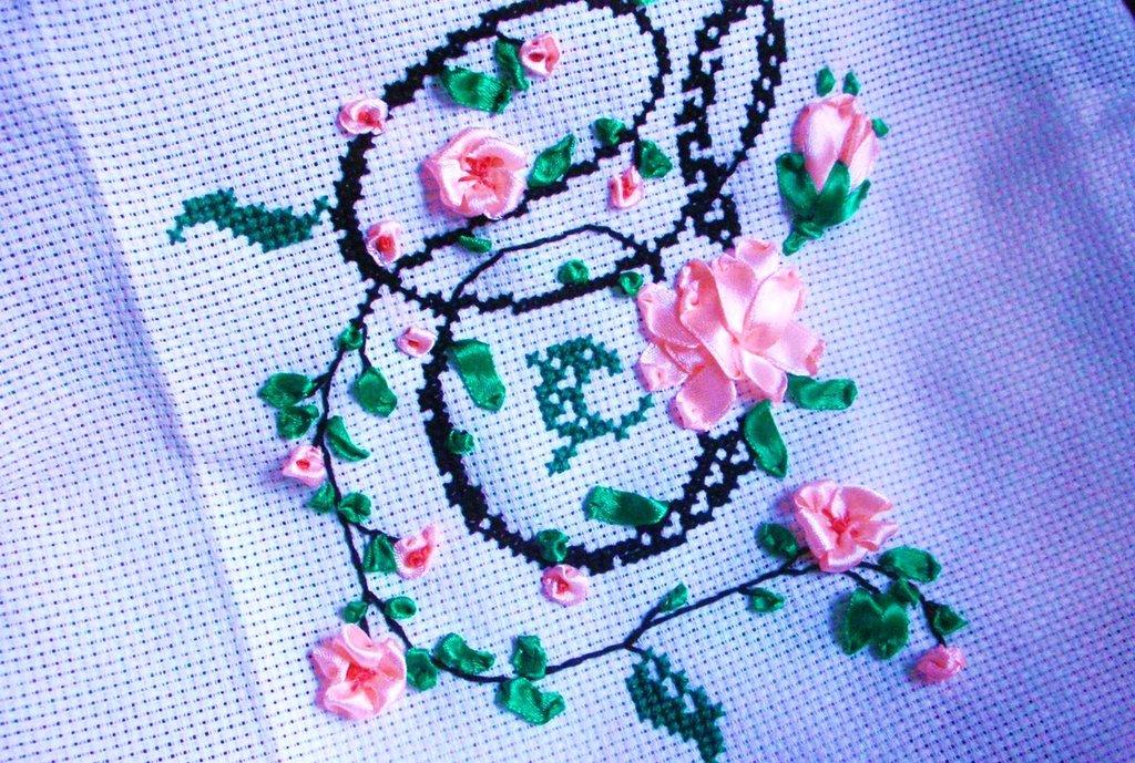 Ricamo lettera s a punto croce e silk ribbon su misshobby for Ricamo punto croce lettere