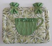 Copriforno in lino verde a margherite con tasca a tazza con pizzo