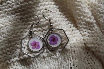 orecchini in acciaio con fiore lilla