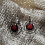 orecchini acciaio fiore rosso su base nera