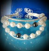 Bracciale in filo di alluminio e perle bianche e antracite fatto a mano