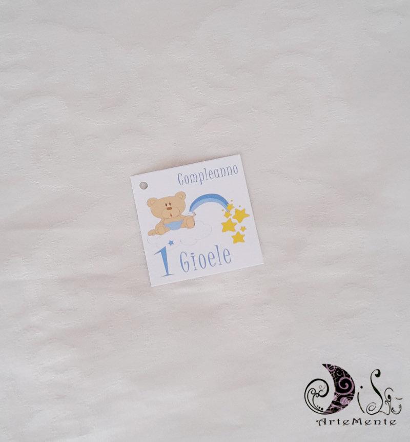 bigliettini tag quadrtati orsetto arcobaleno 5 cm