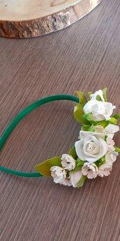 Romantico cerchietto di fiori bianchi