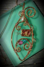 Collana/ciondolo in filo di rame e perle in vetro corniola, celesti e rubino, fatto a mano - CIONDOLO PESCE