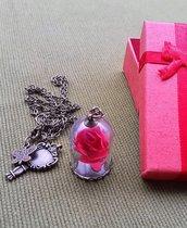 Collana con rosa, la bella e la bestia