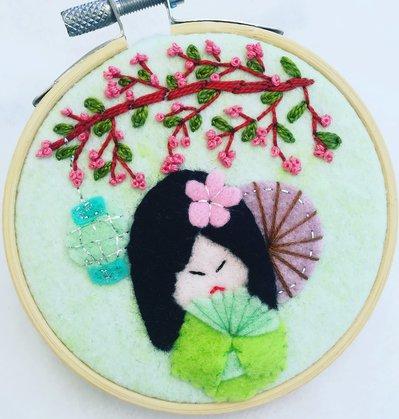 Quadretto kokeshi primavera in fiore