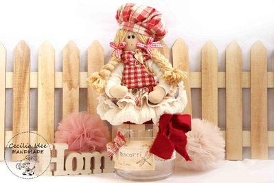 Biscottiera con bambola