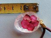 Metà noce Cerdomare in resina effetto cristallo con fiori freschi interamente realizzato a mano