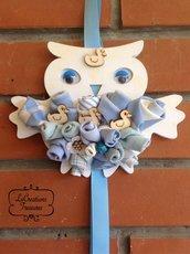 Gufetto azzurro annuncio nascita, fiori e boccioli cuciti a mano, colori tenui