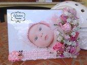 Cornice portafoto in plexiglas, fiori e boccioli cuciti a mano, nascita bimba