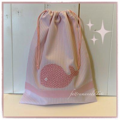 Sacchetto in piquet di cotone a righe rosa con applicazione balena rosa a pois