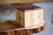 Scatola di legno con coperchio