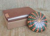 Taccuino marrone in vera pelle 10x15 cm e pietra mandala Raggi di sole