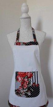 Grembiule da cucina donna bianco con tasca a rose rosse e righe bianco nere