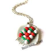 Collana piatto pomodoro e mozzarella con foglie di basilico - caprese - idea regalo handmade kawaii miniature
