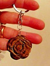 Portachiavi con ciondolo rosa incisa in vero occhio di tigre pietra dura naturale chakra cristalloterapia