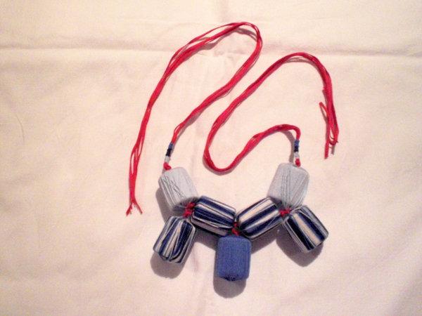 collana cotone rosso, blu, azzurro e bianco (n°564)