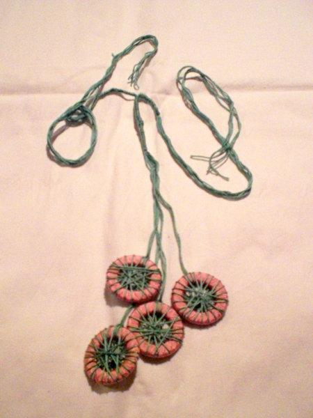 collana verde con ciondoli 4 anelli (n°558)