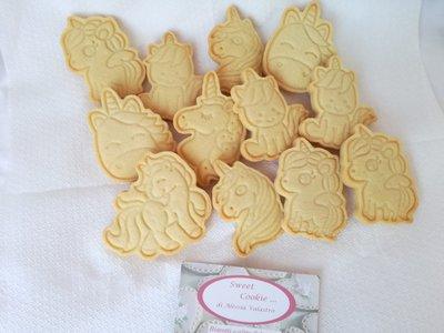 biscotti di pasta frolla tema unicorno, cacao, cioccolato festa compleanno sweet table bambini