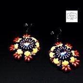 Orecchini pendenti in tessitura di perline di vetro, centrale cristallo, arancio blu