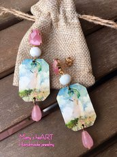 Orecchini Monet con elementi in legno, pietre dure, cristalli e perni occhio di gatto