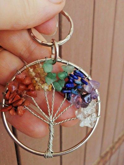 Portachiavi ciondolo albero della vita con vere pietre dure naturali dai colori dei 7 chakra cristalloterapia