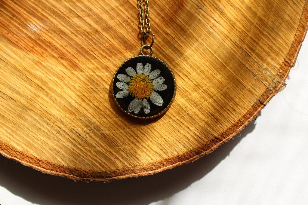 collana margherita con retro decorato