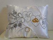 cuscino portafedi in raso con ricamo personalizzato
