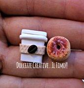 Orecchini bicchiere di caffè con  donut - ciambelle con glassa al cioccolato - idea regalo kawaii miniature