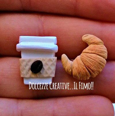 Orecchini bicchiere di caffè con cornetto croissant - idea regalo kawaii miniature