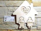 Casetta portachiavi personalizzata da muro realizzata in legno chiaro di pioppo