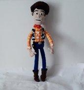 Sceriffo Woody di toy story in amigurumi.