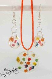Collana e orecchini con colorati fiori secchi e con resina