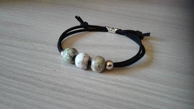 Bracciale con perle in ceramica raku