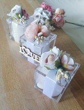 Bomboniera portaconfetti completo con bouquet fiori e applicazione personalizzabile nei colori