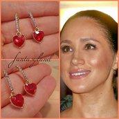Orecchini Meghan Markle oro cuore rosso rubino brillantini regalo principessa duchessa