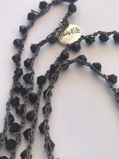 Collana stile boho chic fatta a mano con uncinetto e cristallini