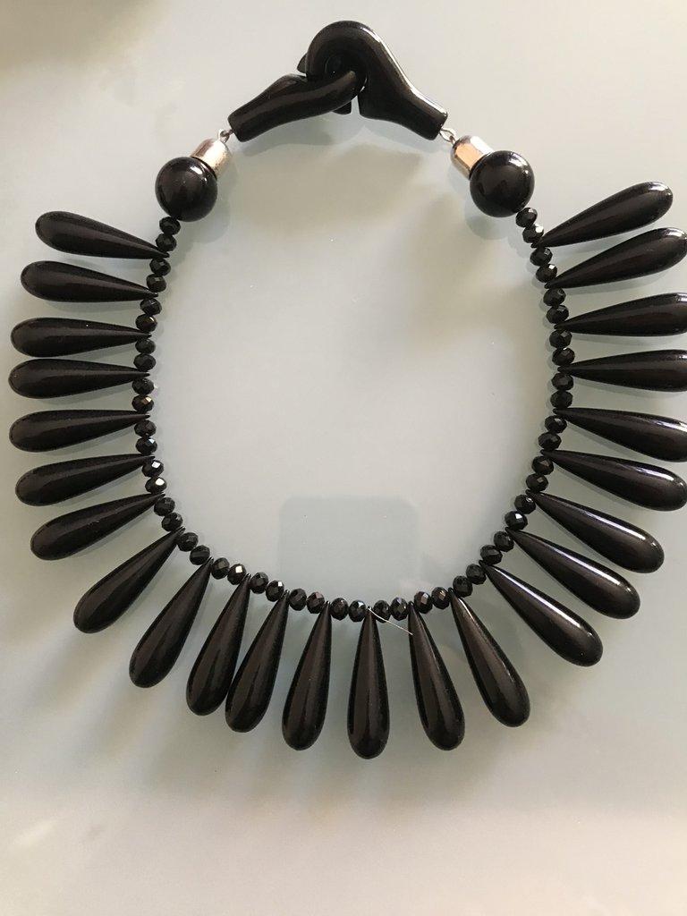 Collana girocollo a gocce nera