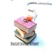 Collana pastello - rosa, beige, celesti - Tre libri impilati - effetto anticato - book lover