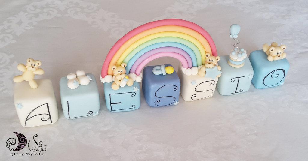 Cake topper cubi nome con orsetti in scala di blu e arcobaleno color 7 cubi 7 lettere