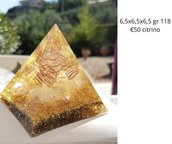piramide orgonite con citrino