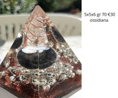 piramide orgonite con ossidiana