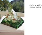 piramide orgonite con cristalli di rocca