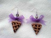 Orecchini pendenti in Fimo con crostatine al cioccolato e fiocco