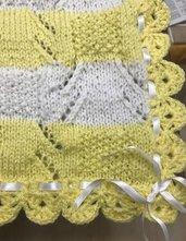 copertina di lana bicolore gialla e bianca
